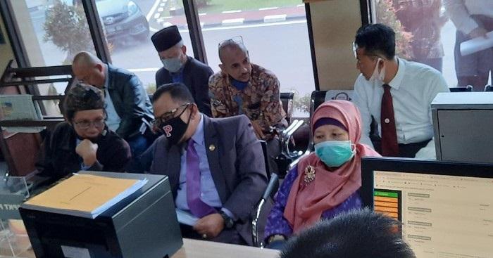 Guru Besar UII Profesor Ni'matul Huda melapor tudingan makar ke Polda DIY, Selasa (2/6/2020). (Jauh Hari Wawan S/detikcom)