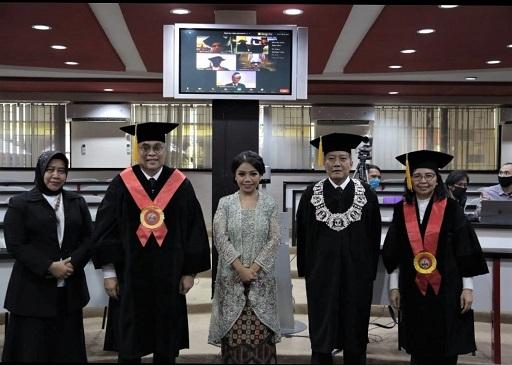 Foto Bersama Genio dengan Para Pembimbing dan Dekan Fakultas Hukum Universitas Indonesia